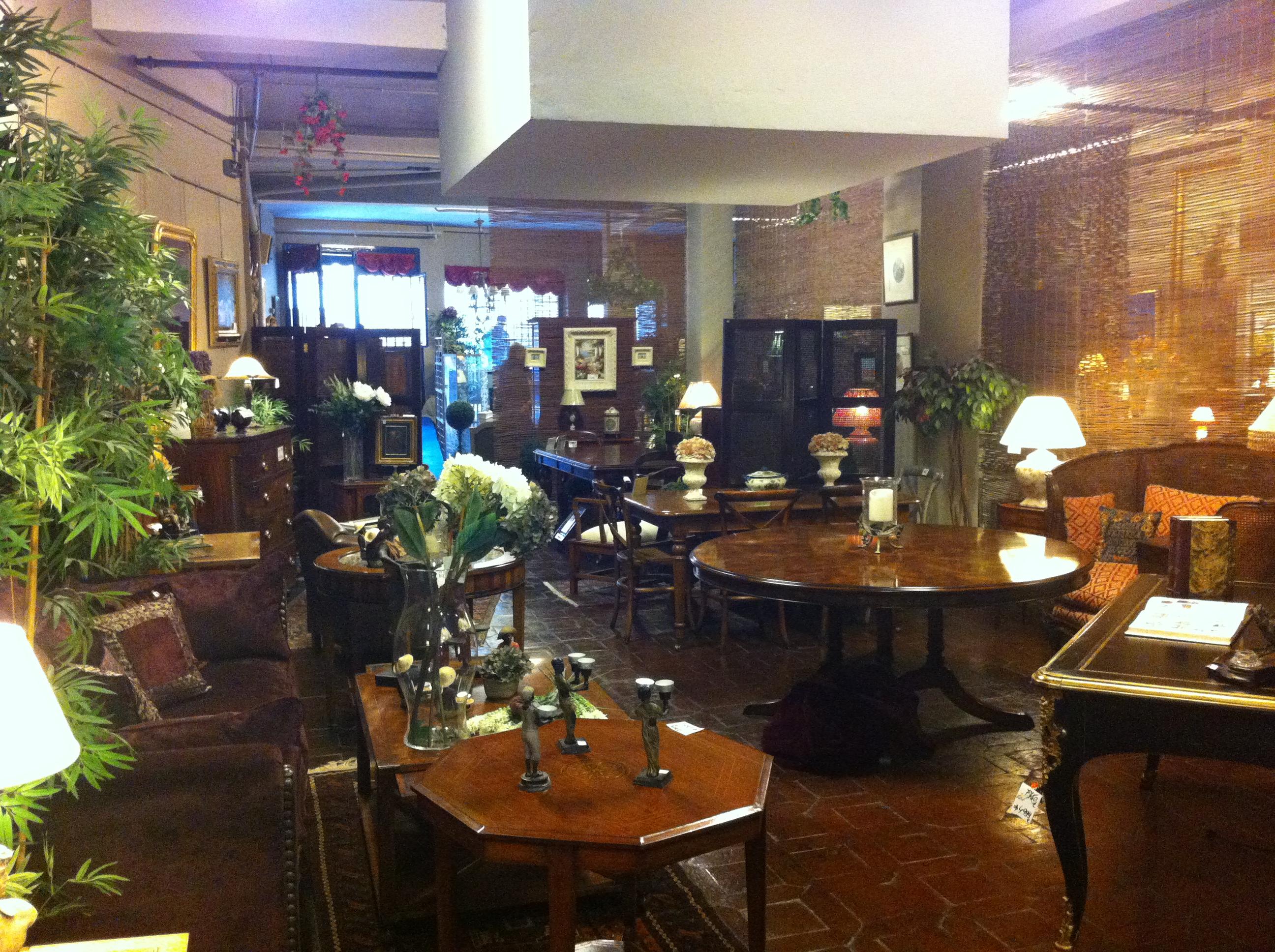 Muebles antiguos y clasicos for Mercadillos de muebles antiguos